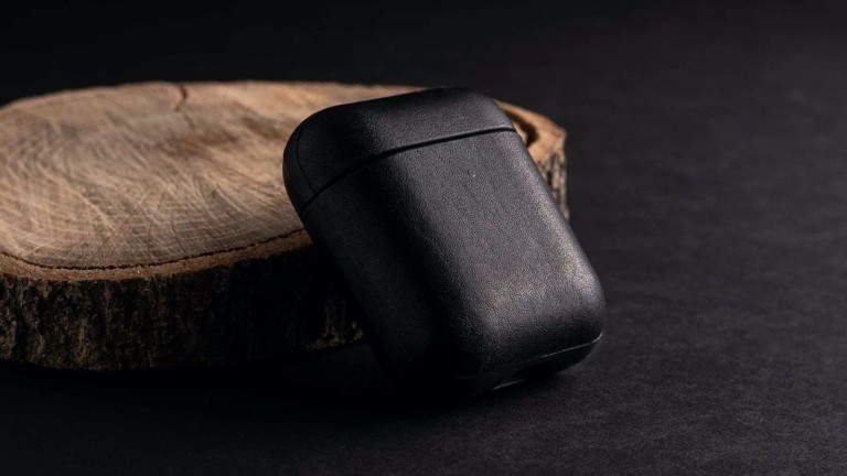 Nomad Rugged Case AirPods wireless charging cover